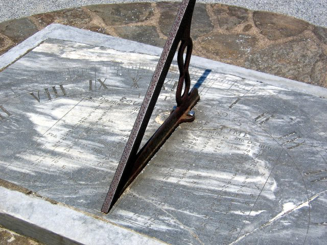 Sundial with equation of time